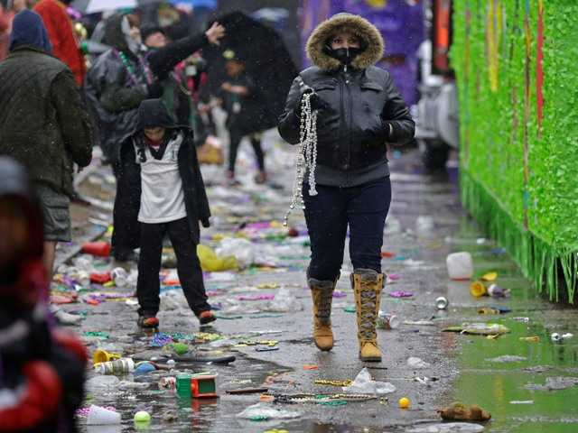 Cold, gray day doesn't stop Mardi Gras revelers