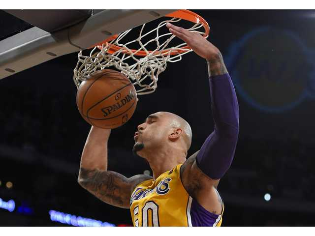 Lakers blast Knicks