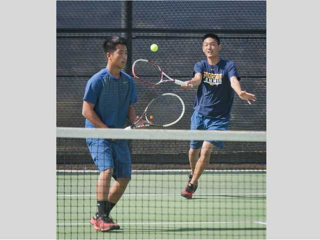West Ranch tennis ends Valencia's streak