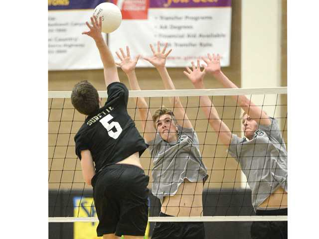 Cowboys volleyball controls Grizzlies
