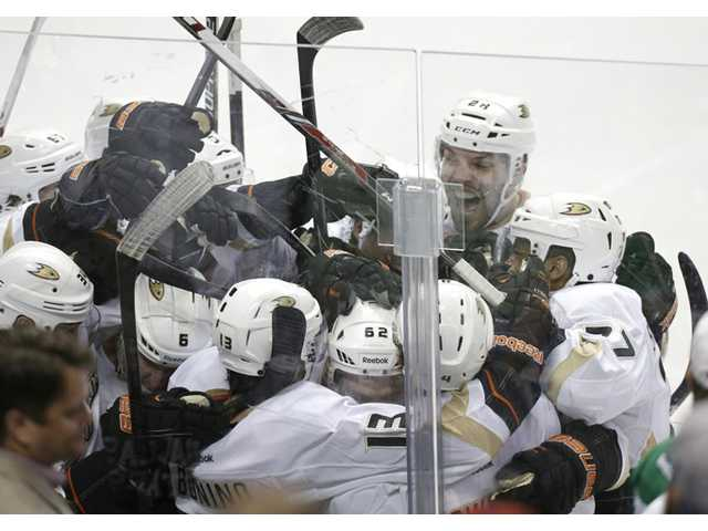 Ducks beat Stars in OT to clinch series
