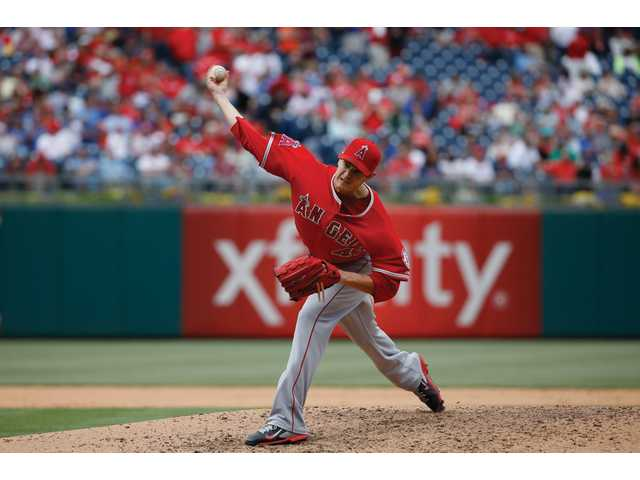 Richards goes 7 strong, Angels beat Phillies