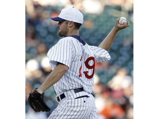 Valencia grad Worth pitches again for Detroit
