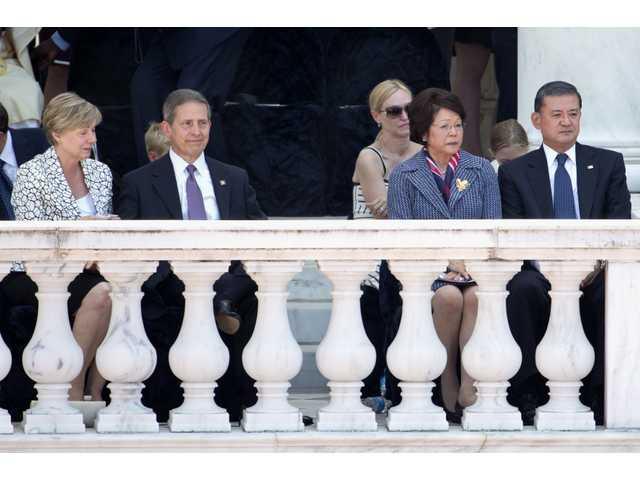 Shinseki accepts blame, resigns