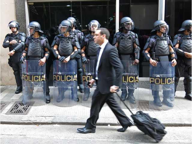 Subway strike suspended in Sao Paulo, may hit Rio
