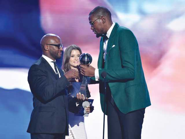 Durant, Rousey win top athlete honors at ESPYs