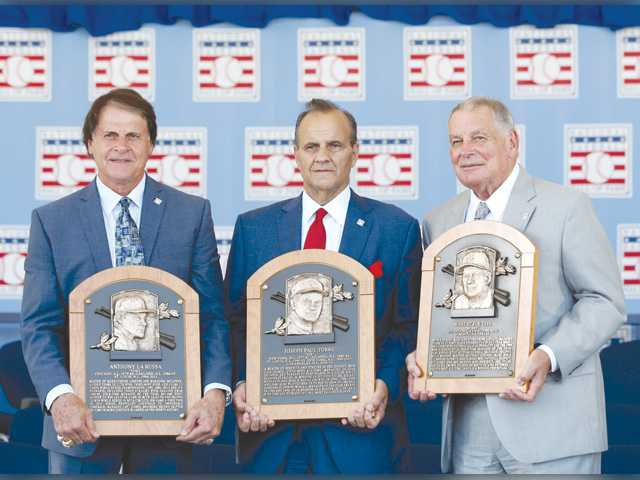 Former Dodgers manager Torre among those enshrined