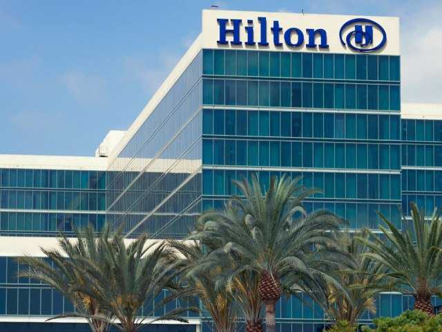 Hilton hotels switch to smartphones