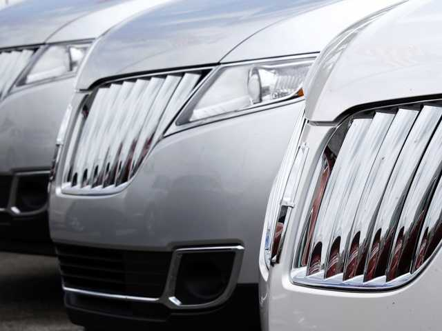 US auto sales sizzle in July, helped by discounts