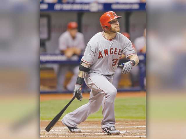 Trout, Hamilton homer in Angels win