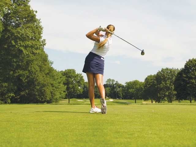 Valencia grad Alison Lee advances in match play