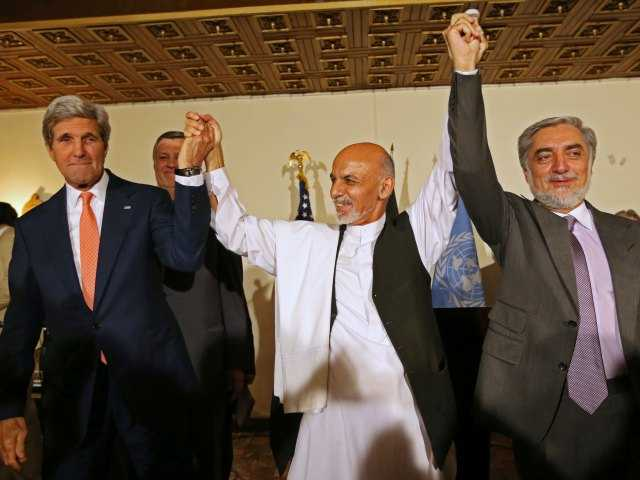 Kerry urges Afghan candidates to end dispute