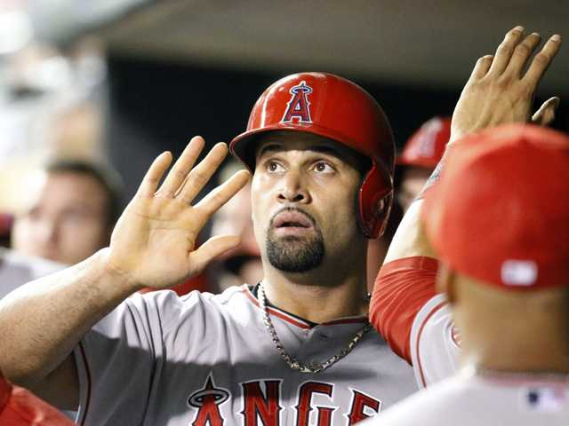 Pujols' 9th-inning 2B lifts Angels over Twins