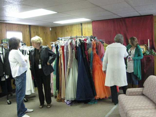 Hart District opens 'Project Prom' boutique