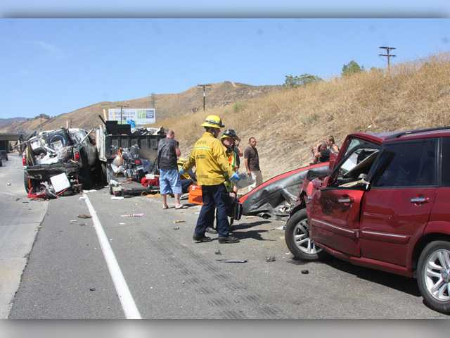 One killed, 8 injured in Castaic freeway crash
