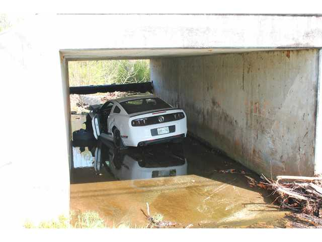 Two escape injury in bridge crash