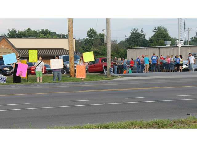Protesters visit second Gigging for Grads