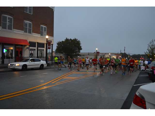 Hundreds of runners come out for Summer's End