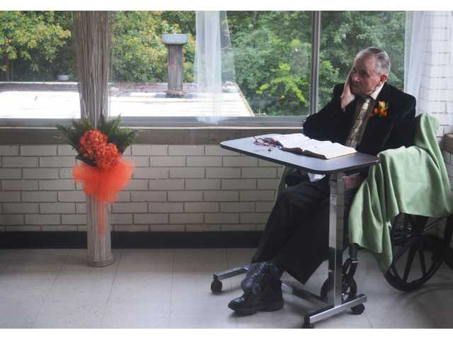 Winder Health Care resident officiates center's 1st ever wedding