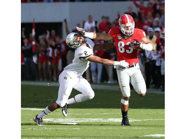 Georgia Bulldogs overcome question at quarterback to earn Homecoming win over Vanderbilt
