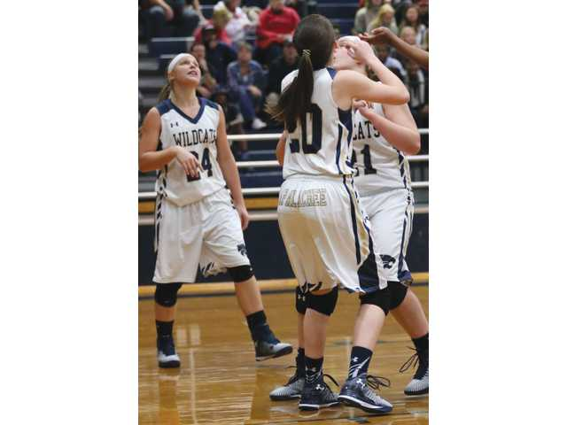 Lady Cats survive Horns in road victory