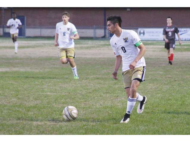 Late surge gives Chee the win