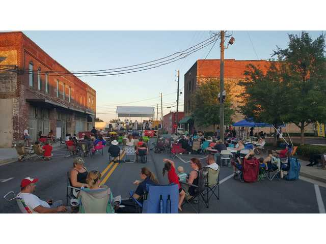 Residents relax to first show in Winder series