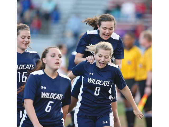 Lady Wildcats extend the streak to keep playoff hopes alive