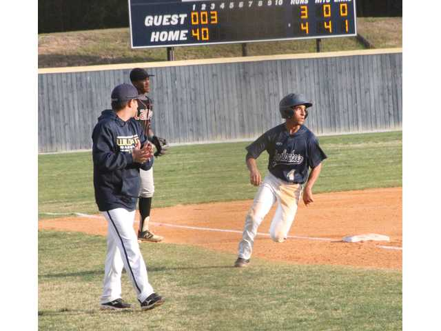 Wildcats fall to Salem, Lanier in late innings