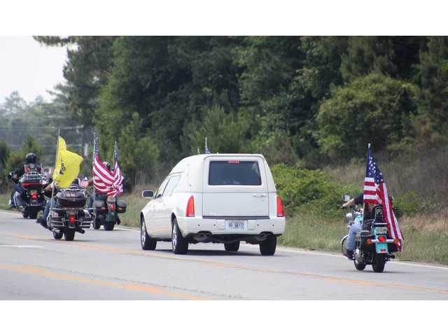 Honoring a veteran: Motorcycle groups escort funeral procession of Winder man