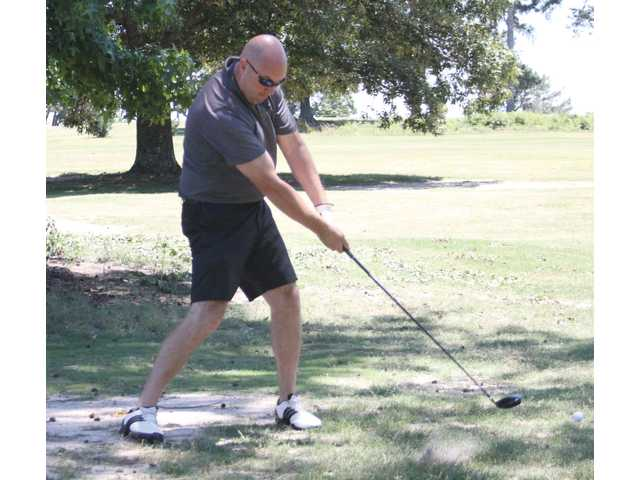 Annual golf fundraiser serves Winder-Barrow football