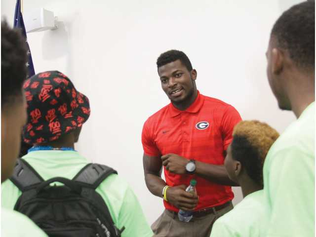 Barrow Family Connection invites Lorenzo Carter as keynote speaker for 2016 youth conference