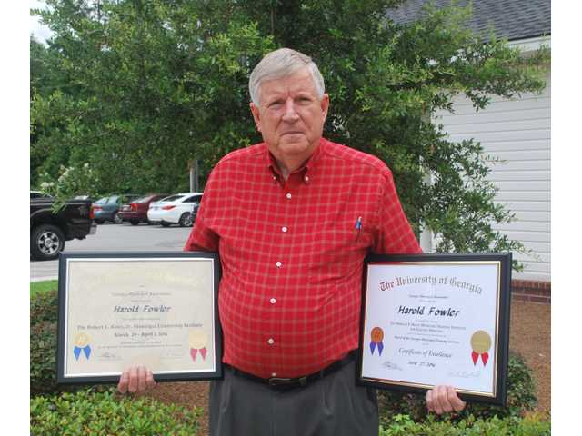 RH mayor receives municipal awards