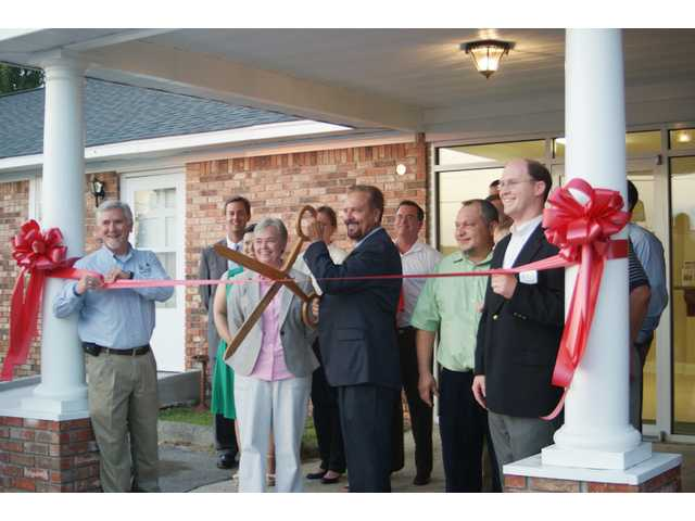 Elgin cuts ribbon on remodeled town hall