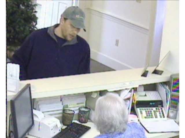 Bank robber claims to have bomb during robbery