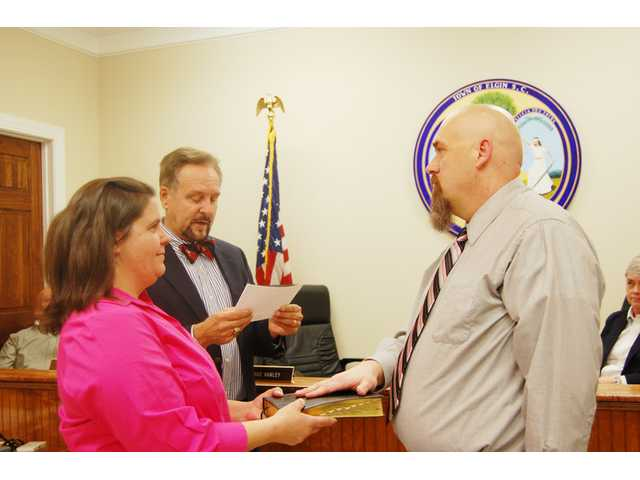 Sloan, Smith sworn in to Elgin Town Council