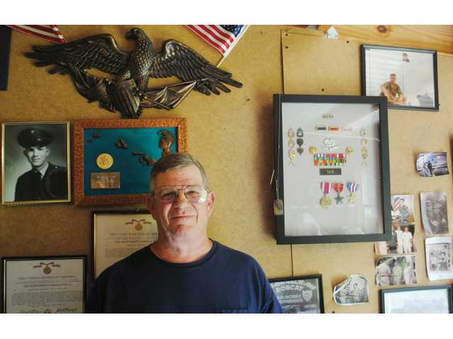 Elgin man receives Silver Star after 46 years