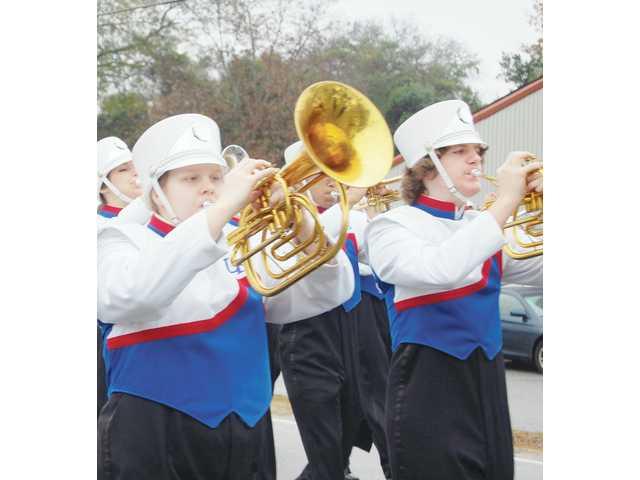 Catfish Stomp parade brings out spectators despite rain