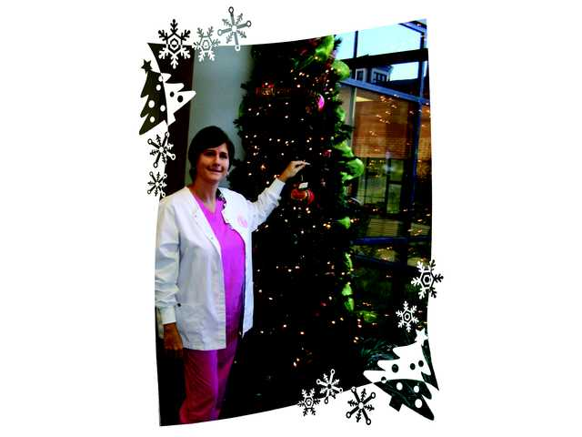 KershawHealth Hospital Auxiliary hosts Lights of Love campaign