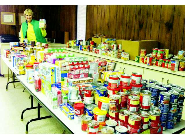 Curves of Camden holds food drive for Sacks of Love