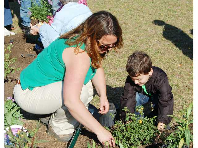 Bethune students plant butterfly garden