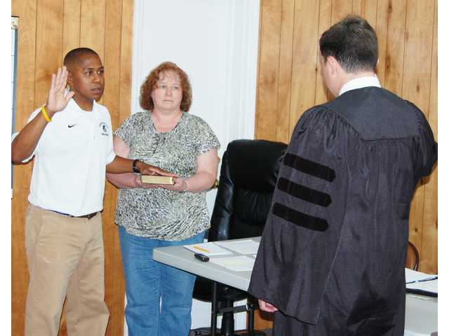 Heflin sworn in as Bethune councilman again