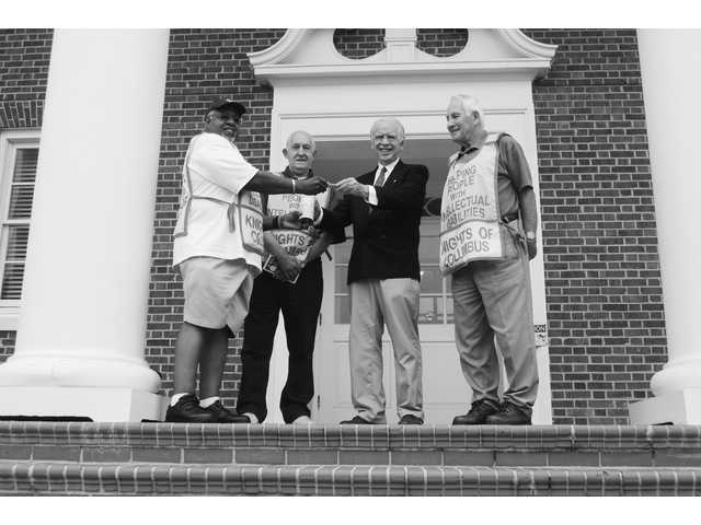 Mayor Scully makes first donation to Knights of Columbus for annual drive