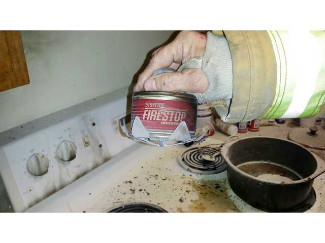 'Fire Stop' extinguisher puts out kitchen fire