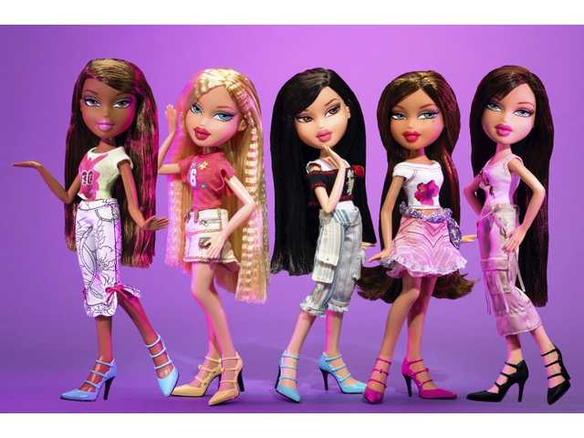 Australian mom removes heavy makeup from Bratz dolls, makes them more realistic