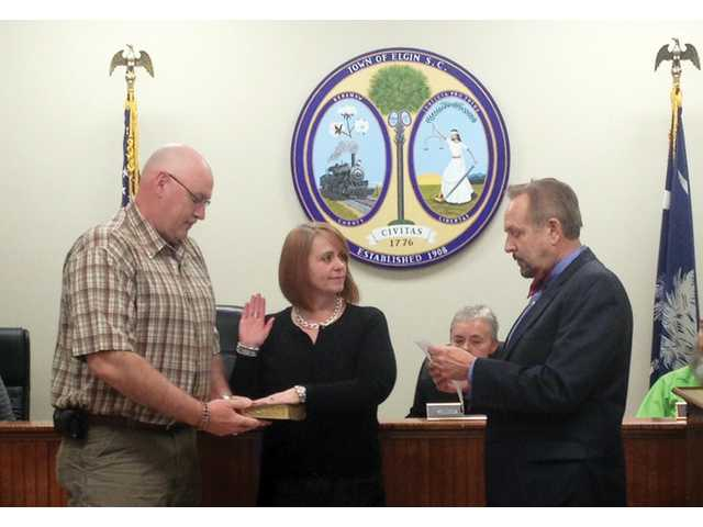 Melissa Emmons sworn in as Elgin Mayor