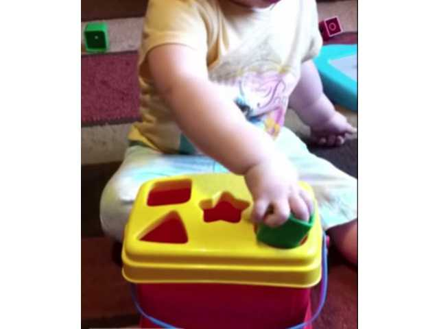 This toddler outsmarts her shape matching toy
