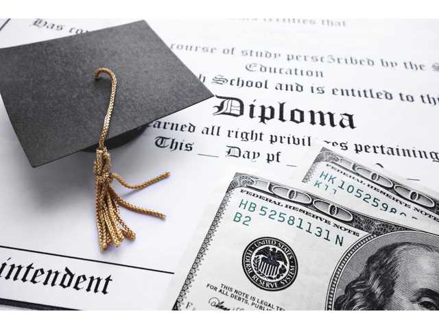 Class of 2015 gets great job market, carries record debt load