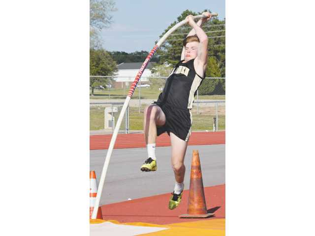 Pierce vaults his way to a state title