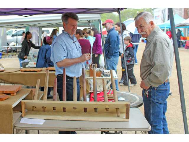 Feature Photos: Farmers Market opens